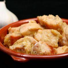 Pollo al ajillo para #Mycook http://www.mycook.es/receta/pollo-al-ajillo/ Ingredientes: 1 cabeza de ajos sin pelar 70 g de aceite de oliva 400 g de pollo troceado y sin hueso sal pimienta molida y pimienta negra en grano laurel 20 g de brandy