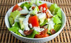 BLT Salad w/ a Blue Cheese Dressing. BLT Salad with Avocados and a Blue Cheese Dressing Cajun Crab Recipe, Crab Recipes, Blt Salad, Steak Salad, Cheese Salad, Salad Bar, Crab Soup, Avocado Salat, Crab Cakes