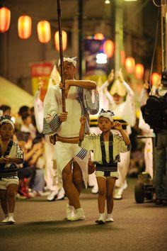 Hatsudai Awaodori Kurenairen dancers