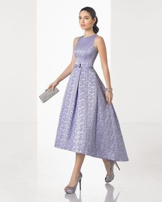 Designer Rosa Clará creates dreamy wedding and evening gowns for women seeking that elusive blend of elegance, allure and sophistication. Grad Dresses, Cute Dresses, Formal Dresses, The Dress, Dress Skirt, Party Frocks, Brocade Dresses, African Dress, Beautiful Gowns