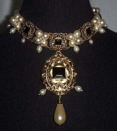 """Queen Elizabeth I"" Cluster Necklace. Replica from the one she´s wearing in the next portrait"