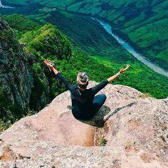 Aquela sensação única de liberdade!  #aventure #aventureiros #aventureirosbr #aventura #adventure #perfectday #nature #natureza #liberdade #freedom #gopro #vscobrasil #vsco #iphone6s #profissaoaventura #ecoturismo #picoagudo #sapopema #montanha #belezasdobrasil #mochileiros