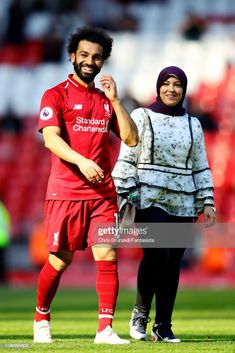 Jordan Henderson and Mo Salah both celebrate birth of babies nine months after Liverpool's Barcelona win – The Sun Liverpool Team, Camisa Liverpool, Anfield Liverpool, Liverpool Champions League, Football Players Images, Soccer Players, Soccer Sports, Football Soccer, Champs