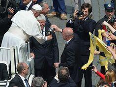 Papa Francisco: SU GUARDIA YA APRENDIÓ EL TRABAJO DE CEBADOR.-