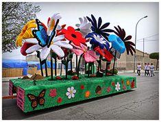 Ayer sábado 17 de mayo por la tarde se celebró el principal acto de las Fiestas de San Isidro 2014 de Yecla: la Cabalgata y concurso de car...