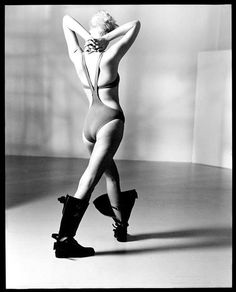 Jeny Howorth in Arthur Elgort Studio, 1985 Arthur Elgort, 80s Fashion, Fashion History, Vintage Fashion, Shoes Editorial, Silly Pictures, Great Photographers, Contemporary Photography, Black And White Photography