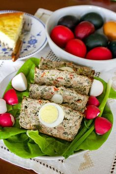 There are many traditional dishes that Romanians make for Easter, but this Romanian Easter Meatloaf-Drob de Carne Tocata cu Legume is one of the best ones you can find out there. Scottish Recipes, Turkish Recipes, Romanian Food, Romanian Recipes, Eastern European Recipes, Easter Appetizers, Easter Recipes, Easter Food, Easter Eggs