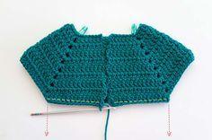 Explicado en fotos paso a paso, textos y tablas de medidas, ¡esta es la biblia que necesitas para tejer un sueter raglan a crochet! Crochet Toddler, Baby Girl Crochet, Crochet Baby Clothes, Crochet Shoes, Crochet For Kids, Crochet Beach Dress, Crochet Summer Dresses, Knitting For Kids, Baby Knitting