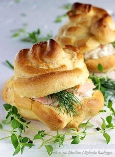 Ptysie z musem łososiowym / Profiteroles with salmon mousse and dill. Appetizer Recipes, Snack Recipes, Snacks, Birthday Menu, Easter Dishes, Profiteroles, Polish Recipes, Appetisers, Bon Appetit