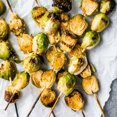 Spicy maple grilled brussels sprouts are the most delicious side dish. The brussels sprouts get caramelized, slightly charred on the outside and are full of sweet and spicy flavor. Low Carb Side Dishes, Healthy Side Dishes, Side Dish Recipes, Healthy Sides, Healthy Grilling, Grilling Recipes, Grilling Sides, Healthy Food, Healthy Appetizers