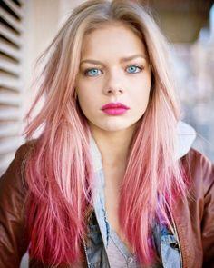 Schöne Blonde Pink Ombre Haar Schau