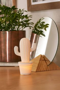 Slide View: 1: Sunnylife Light-Up Cactus Table Lamp