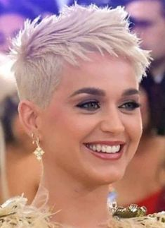 39 Fascinating pixie haircut ideas for short hair, .- 39 Faszinierende Pixie-Haarschnitt-Ideen für kurze Haare, die Sie jetzt ausprobieren sollten – 39 Fascinating pixie haircut ideas for short hair that you should try out now out - Super Short Hair, Short Thin Hair, Short Hair Cuts, Style Short Hair Pixie, Short Blonde, Short Pixie Haircuts, Girl Haircuts, Medium Hair Styles, Curly Hair Styles
