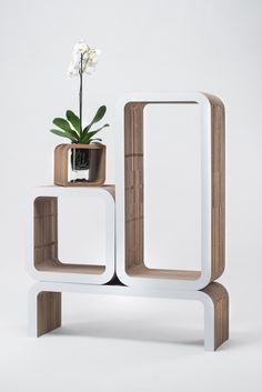 Moretto è un sistema d'arredo in cartone modulare per interni ed esterni estremamente versatile con funzionalità multiple, che offre soluzioni per interpretare in maniera libera e dinamica i propri spazi, offrendo infinite soluzioni d'utilizzo e destinazione d'uso.