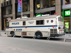 Post with 17 votes and 232 views. Shared by zsreport. Police Vehicles, Emergency Vehicles, Military Vehicles, Old Police Cars, Police Truck, Mobile Command Center, New York Police, Police Uniforms, Commercial Vehicle