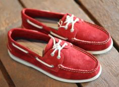 Read boat shoes.