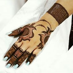 Mehndi henna designs are always searchable by Pakistani women and girls. Women, girls and also kids apply henna on their hands, feet and also on neck to look more gorgeous and traditional. Back Hand Mehndi Designs, Simple Arabic Mehndi Designs, Henna Art Designs, Mehndi Designs 2018, Mehndi Designs For Fingers, Stylish Mehndi Designs, Wedding Mehndi Designs, Mehndi Designs For Girls, Mehndi Design Pictures