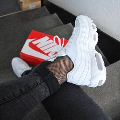 Adidas Women Shoes Sneakers women - Nike Air Max 95 triple white (©katiamyrs) - We reveal the news in sneakers for spring summer 2017 Tenis Nike Air Max, Tenis Vans, Adidas Shoes Women, Nike Women, Sneakers Women, Nike Slides, Air Max 95 White, Sneaker Trend, Basket Mode
