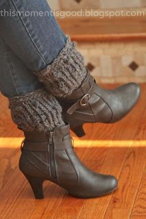 LOOM KNIT TEXTURED BOOT TOPPERS/CUFFS. Free Pattern.  Dress up those boots ladies!