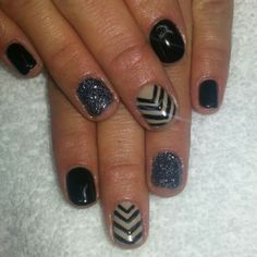 Black and nude shellac nails with a charcoal glitter. Instagram: @boop711