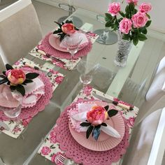 Learn how to make a dish for your table - Crochet Free Crochet Towel, Crochet Doilies, Easy Crochet, Free Crochet, Table Place Settings, Table Setting Inspiration, Table Arrangements, Deco Table, Decoration Table