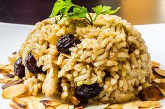 PILAF-Fűszeres török rizs  A török konyha sokszínűen készíti a rizst. Tradicionlis recept a fahéjas-mazsolás verzió is. Isztambulban járva érdemes kipróbálni, de akár otthon is elkészíthető ez a finom török étel.