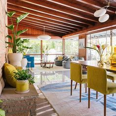 Cozy Backyard Patio Deck Designs Ideas for Relaxing Patio Design, Home Design, Garden Design, Terrace Design, Sofa Lounge, Modernisme, Wooden Ceilings, House With Porch, Mid Century House