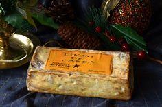 El Lingot de Cabra es una creación de Jordi Arroyo en su quesería Formatges Artefor ubicada en el milenario pueblo de Vilassar de Dalt, situado en la comarca del Maresme a 4 km del mediterráneo. Se trata de un queso elaborado con leche pasteurizada de cabra en un bonito formato de lingote, de ahí su nombre.