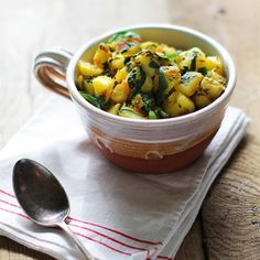 Saag Aloo Recipe - Potatoes cooked simply with vibrant green spinach and flavoured with aromatic cumin and mustard seeds. Indian Food Recipes, Vegetarian Recipes, Ethnic Recipes, Vegetable Recipes, National Potato Day, Cook Fresh Spinach, Baby Spinach, Indian Side Dishes, Aloo Recipes