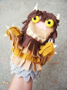 """Video tutorial for making a puppet from """"Where the Wild Things Are"""" Jacot Jacot Arrighi isn't this Christopher's favorite? Save it for the future! Felt Puppets, Puppets For Kids, Hand Puppets, Puppet Crafts, Felt Crafts, Diy For Kids, Crafts For Kids, Art Projects, Sewing Projects"""