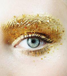 Hair and beauty : glossy lips / metallic lips / glitter lips Gold Makeup, Glitter Makeup, Hair Makeup, Glitter Lips, Makeup Eyes, Gold Glitter, Make Up Gold, Eye Make Up, Makeup Trends