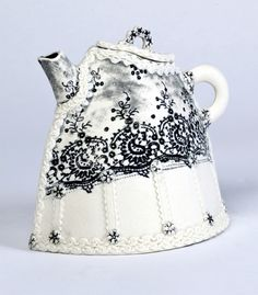 Lizzibet teapot, porcelain, by Gwen Bainbridge
