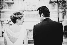 Elena el día de su boda con vestido de Cortana