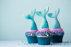 Mermaid Party Ideas for the Best Under the Sea-Themed Bash Ever Mermaid Theme Birthday, Unicorn Birthday Parties, 7th Birthday, Birthday Ideas, Mermaid Cake Pops, Mermaid Balloons, Pool Party Games, Blue Food Coloring, Mermaid Diy
