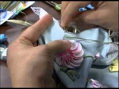 flores e folhas de fita                                                       …