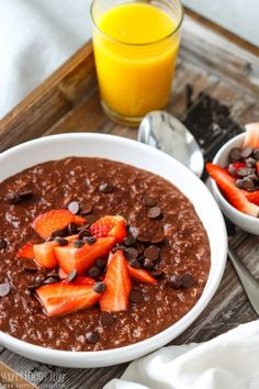 This double chocolate oatmeal is a quick and healthy breakfast recipe. Chocolate flavored oats are sweetened with maple syrup, topped with strawberries and chocolate chips! Chocolate Oatmeal, Chocolate Flavors, Gluten Free Scones, Happy Foods, Vegetarian Chocolate, Healthy Breakfast Recipes, Summer Drinks, Pot Roast, Easy Meals