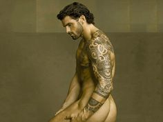 Professional rugby player Stuart Reardon let his hair grow back.