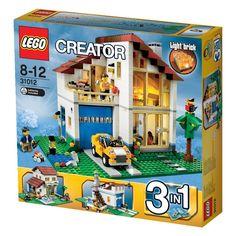 Costruisci un'elegante e moderna villetta familiare 3-in-1 in stile LEGO®! Accendi il grill per un barbecue nel cortile accanto al laghetto e gioca con la macchinina. Apri la porta del garage per prendere la macchina e fare un giro! Al tramonto, torna a casa, accendi la luce funzionante e mettiti comodo accanto al caminetto nell'accogliente salotto. Ricostruiscila in una fabbrica industriale con furgone e telecamera di sorveglianza o in un'elegante villa in stile mediterraneo con piscina.