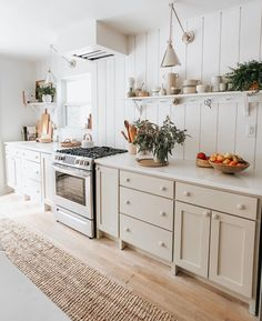 I've been working on putting together more content for my blog, and one of the things I'm excited to delve into more is the topic of… Modern Farmhouse Kitchens, Cottage Kitchens, Home Kitchens, Kitchen Cabinets And Countertops, Cottage Style Homes, Kit Homes, House Goals, Home Interior Design, Kitchen Design