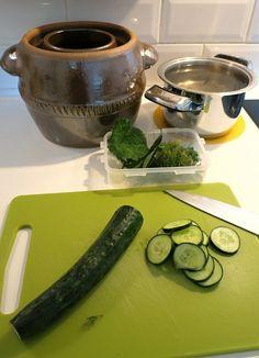 Salátovky nakrájíme na kolečka Pickles, Cucumber, Food, Essen, Meals, Pickle, Yemek, Zucchini, Eten