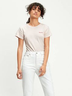 A figure-flattering body that looks like your favorite T-shirt with a logo in the style of the 70s Bodysuit, Style Année 70, Body Rose, Bearded Tattooed Men, Peach Blush, Loose Jeans, Mom Tattoos, Dad To Be Shirts, Levis