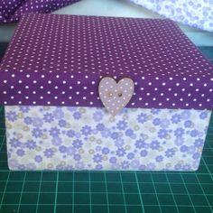 Caixa quadrada forrada com tecido de algodão estampado