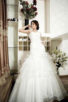 Grand A-Line Strapless Court Trian Dropped Waistline Tiered Fashion Wedding Dress