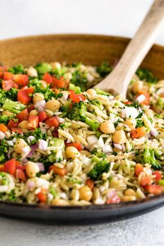 Recipes Dinner Orzo Pasta Salad with veggies and chickpeas is a simple and delicious side dish! Recipes Dinner Orzo Pasta Salad with veggies and chickpeas is a simple and delicious side dish! Orzo Recipes, Vegetarian Salad Recipes, Easy Salad Recipes, Healthy Chicken Recipes, Summer Salad Recipes, Chicken Pasta Salad Recipes, Chickpea Salad Recipes, Salad Chicken, Recipe Pasta