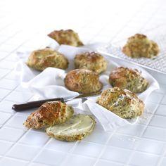 Lækre grovboller med hytteost og spinat