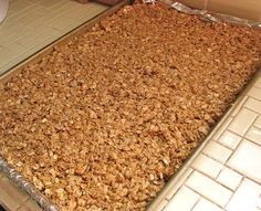 Up until a few months ago I was going through box after box of Nature Valley granola bars. They are my favorite, crunchy and sweet, and not. Crunchy Granola, Homemade Granola Bars, Nature Valley Granola, Weight Watchers Snacks, Healthy Snacks, Kid Snacks, Healthy Breakfasts, Protein Snacks, Healthy Baking