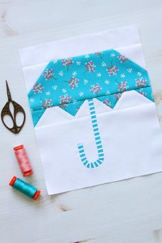 Sew up this darling Umbrella Quilt Block in the Singing in the Rain Quilt Sew Along Row I have tips and options for making this block easy and fun! Mug Rug Patterns, Quilt Block Patterns, Quilt Blocks, Quilt Kits, Quilting Tips, Quilting Tutorials, Quilting Designs, Machine Quilting, Applique Quilts