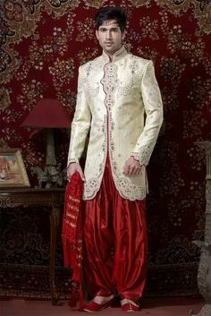 There are many wedding sherwani designs that are available in the market. We provide you an ultimate list of vendors for the Indian wedding groom dresses which are best in the city. Marriage Dress For Groom, Groom Wedding Dress, Groom Dress, Wedding Suits, Sherwani Groom, Wedding Sherwani, Indian Groom Wear, Indian Men Fashion, Traditional Wedding Dresses