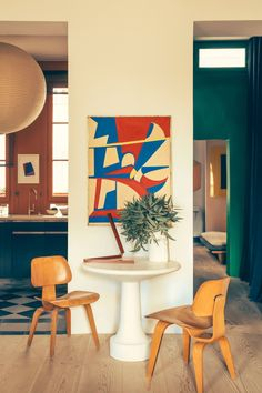 A Stylish Paris Flat That Defines Understated Luxury Design guru François Champsaur fashions his garden-view home with pops of color and an eye toward nature Lounge Design, Design Room, Home Design, Design Design, Floor Design, Architectural Digest, Ikea Interior, Interior And Exterior, Color Interior