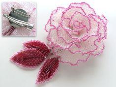 淡いピンクの薔薇のビーズコサージュ